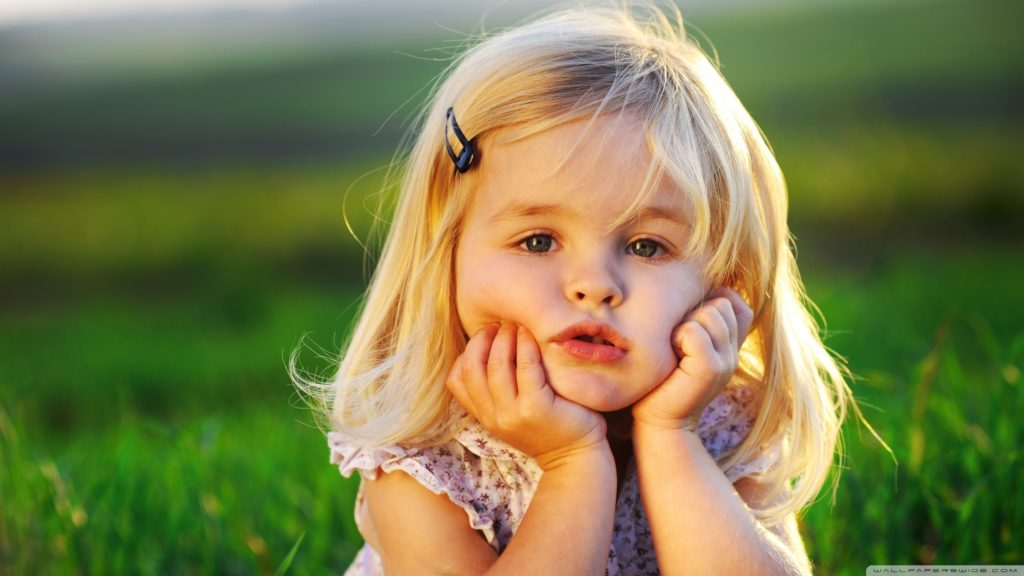 cute_baby_girl-wallpaper-2560x1440